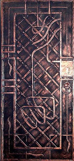 художественный орнамент на входной двери